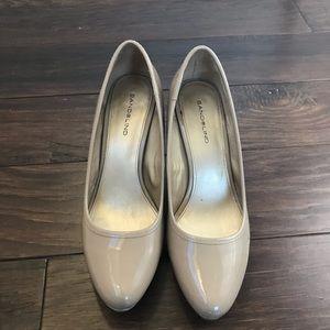 Bandolino Shoes - Bandolino Nude Platform patent Leather Pump sz 8.5